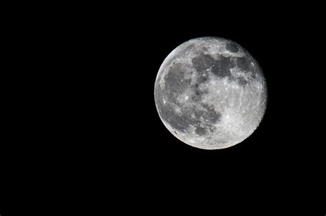 Moon photo with D90 and cheap telephoto lens